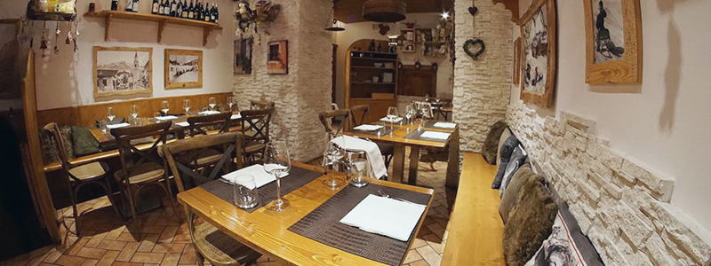 restaurant in cortina, table