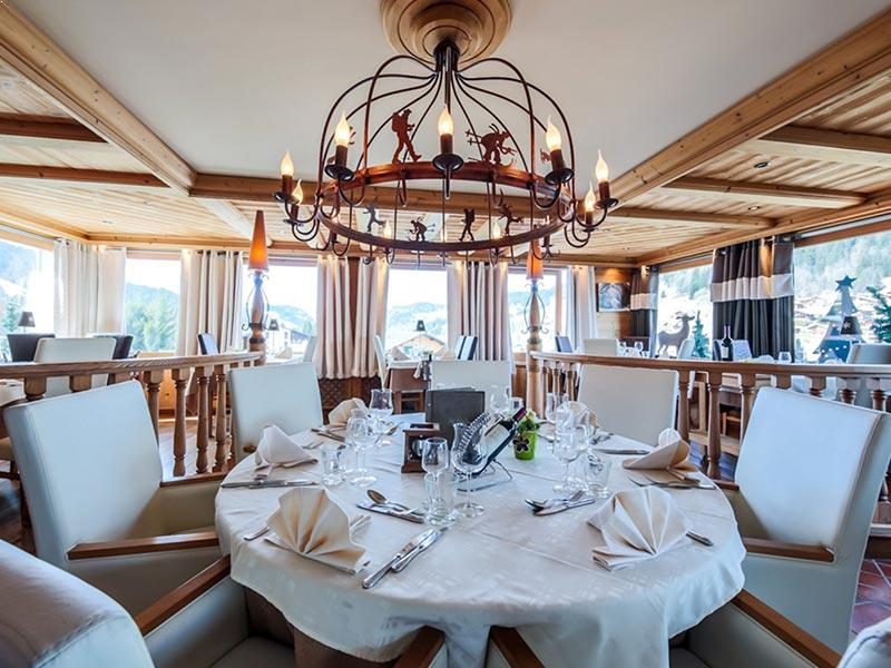 Book a Room in the Hotel Alpina, Les Gets France - Powder White