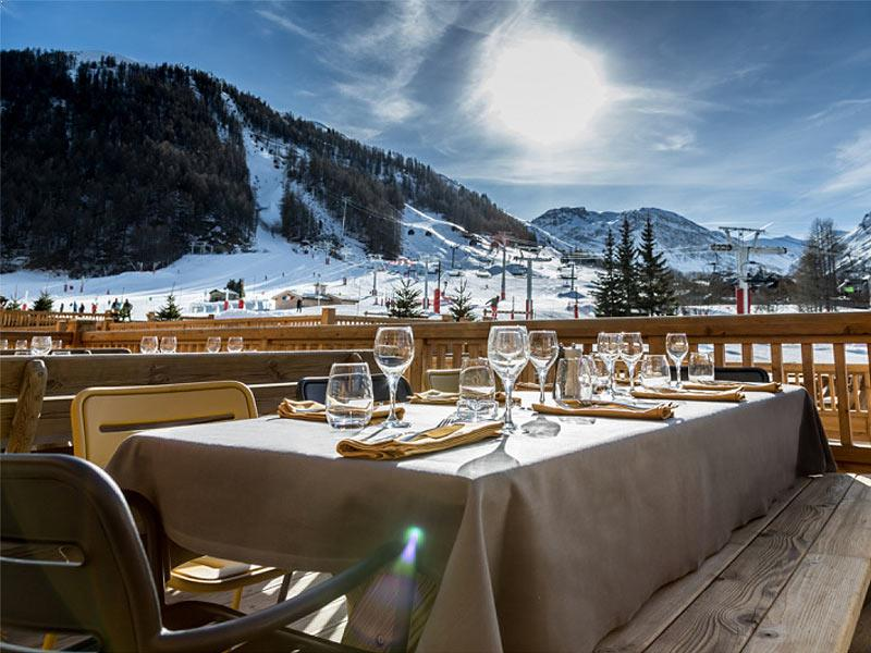 Hotel Le Yule Val D Isere Book Online Powder White