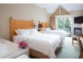 Pinnacle International Hotel Whistler - Deluxe Studio Queen Bed