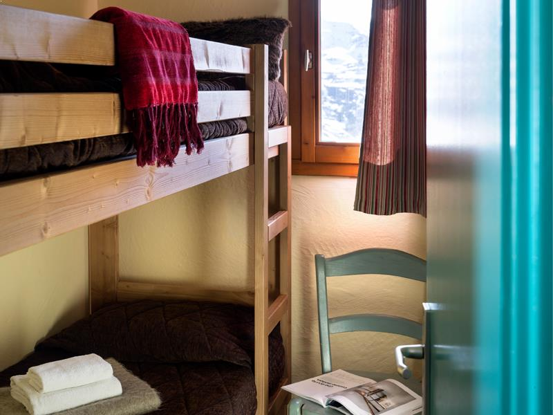 Standard One Bedroom + Cabin Apartment for 4/6
