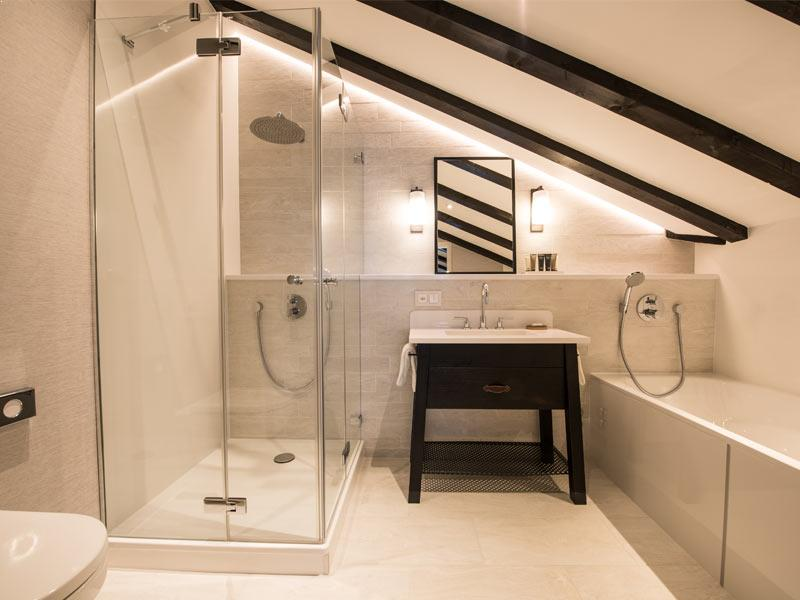 Penthouse Deluxe Bathroom