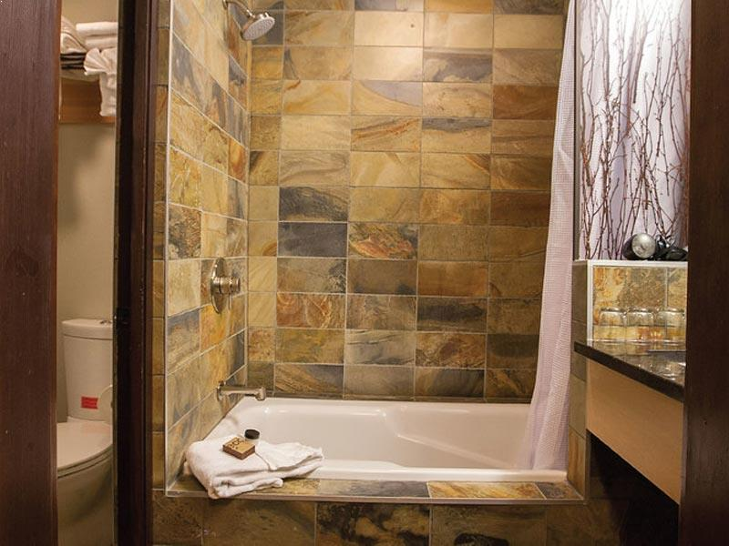 Sunshine Mountain Lodge bathroom