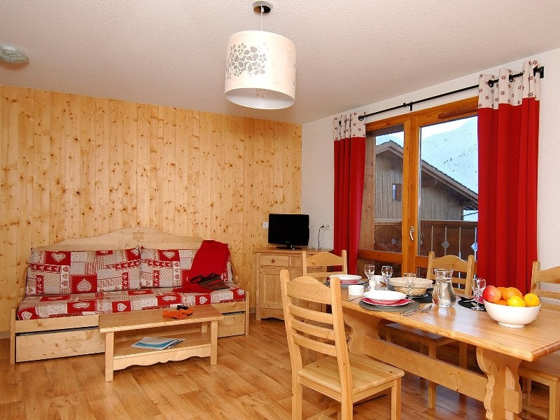 Three Bedroom Semi-Detached Chalet for 10