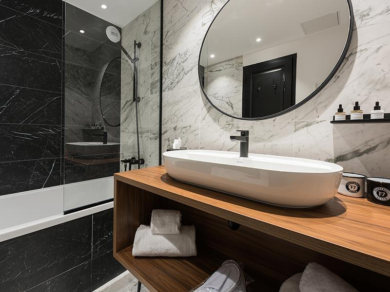 Fahrenheit Seven Courchevel bathroom
