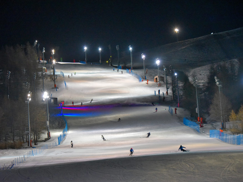 Night skiing in Sauze d'Oulx